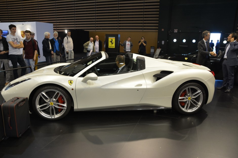 salon auto lyon 2015 bord de la ferrari 488 spider photo 6 l 39 argus. Black Bedroom Furniture Sets. Home Design Ideas