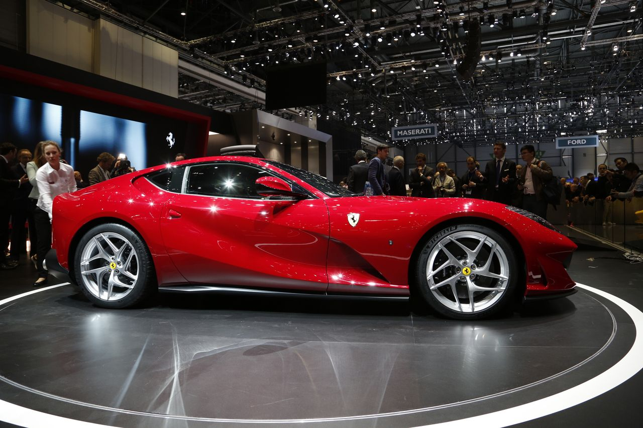 top 20 des voitures les plus puissantes du salon de gen ve 2017 6 ferrari 812 superfast l 39 argus. Black Bedroom Furniture Sets. Home Design Ideas