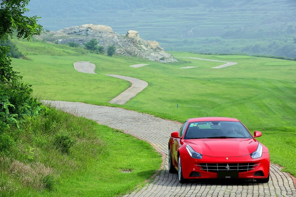 top 50 des voitures les plus puissantes au monde 39 ex aequo ferrari ff l 39 argus. Black Bedroom Furniture Sets. Home Design Ideas