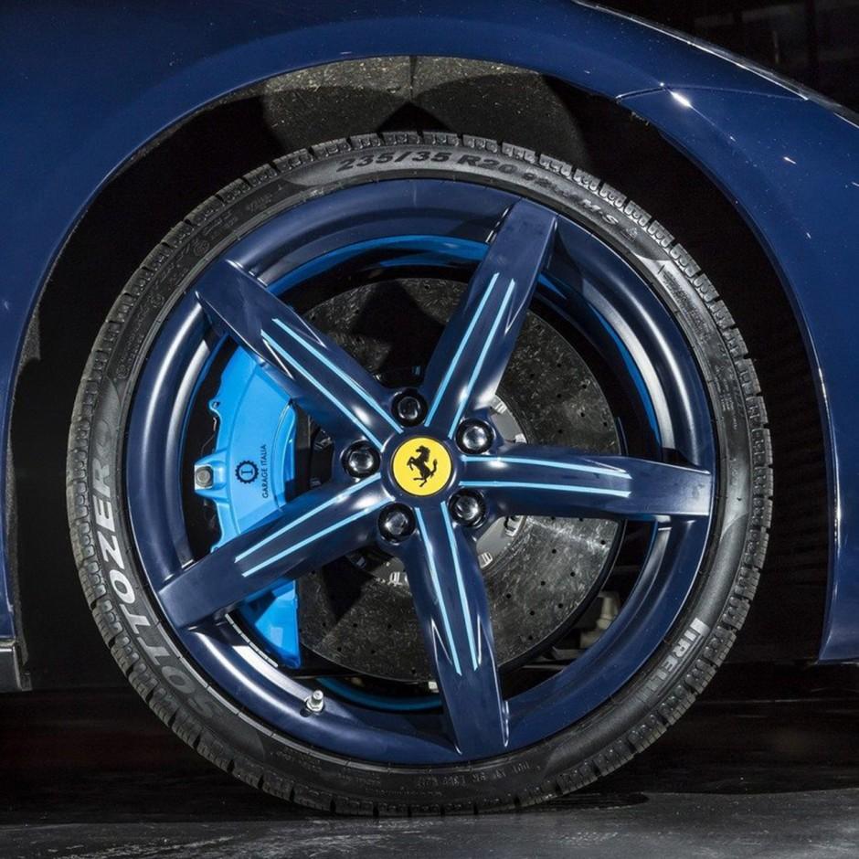 Ferrari GTC4Lusso Azzurra : Un Modèle Unique Par Garage