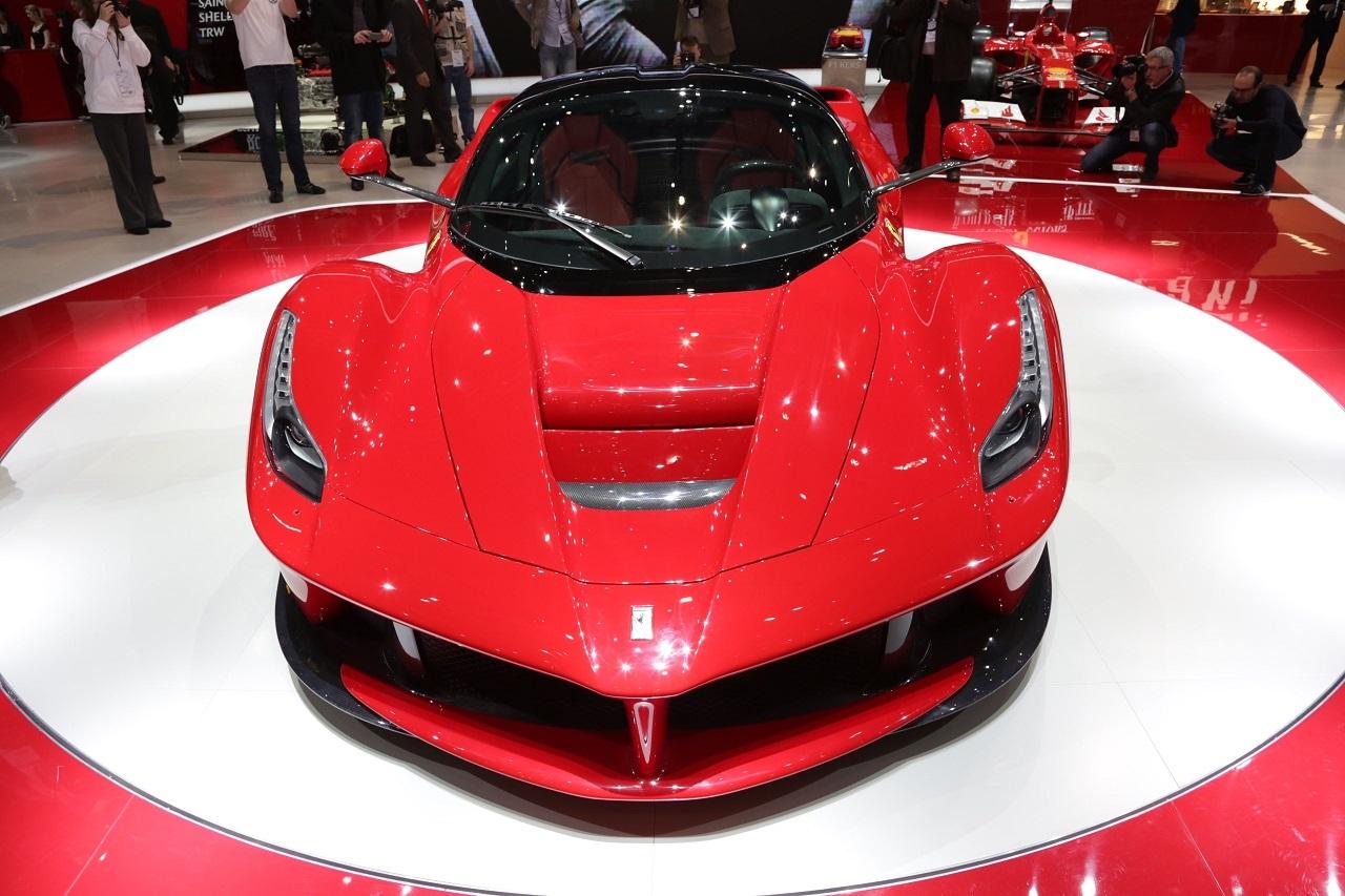 top 50 des voitures les plus puissantes au monde 14 ferrari laferrari l 39 argus. Black Bedroom Furniture Sets. Home Design Ideas