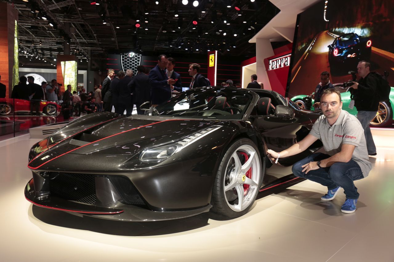 ferrari laferrari aperta la plus belle du mondial de paris 2016 l 39 argus. Black Bedroom Furniture Sets. Home Design Ideas