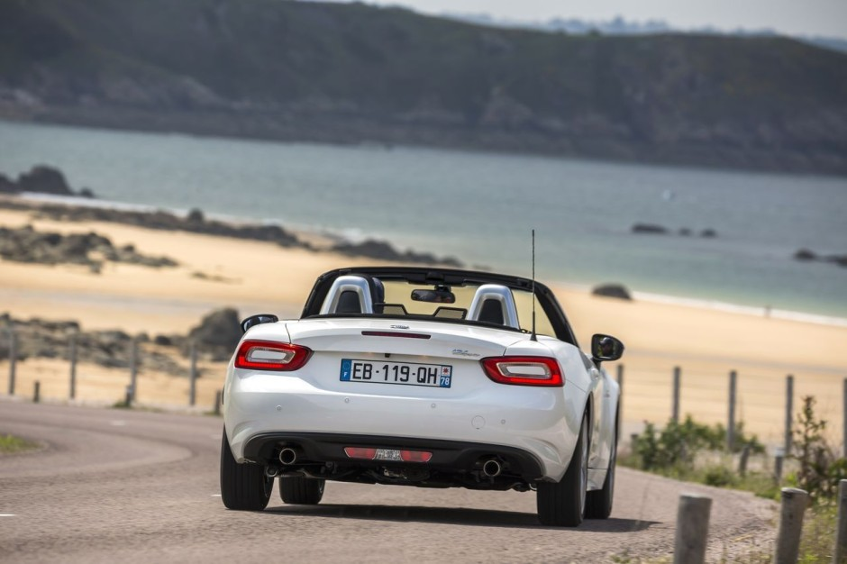 essai fiat 124 spider 2016 la dolce vita photo 23 l 39 argus. Black Bedroom Furniture Sets. Home Design Ideas