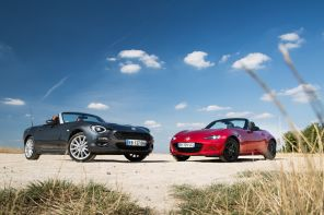 photo ciel bleu avec fiat 124 Spider vs Mazda MX5