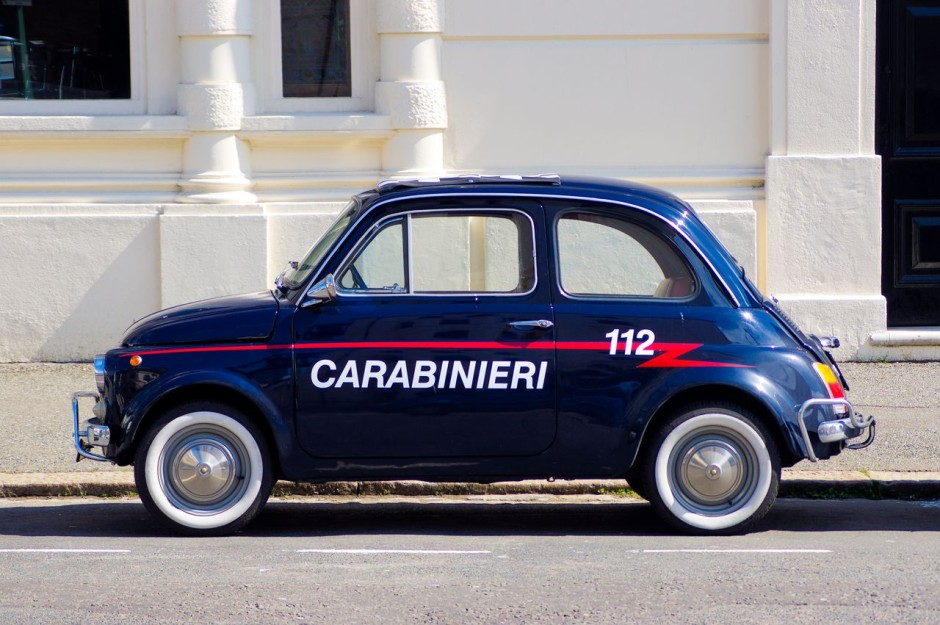 le top 50 des fiat 500 insolites fiat 500 carabinieri l 39 argus. Black Bedroom Furniture Sets. Home Design Ideas