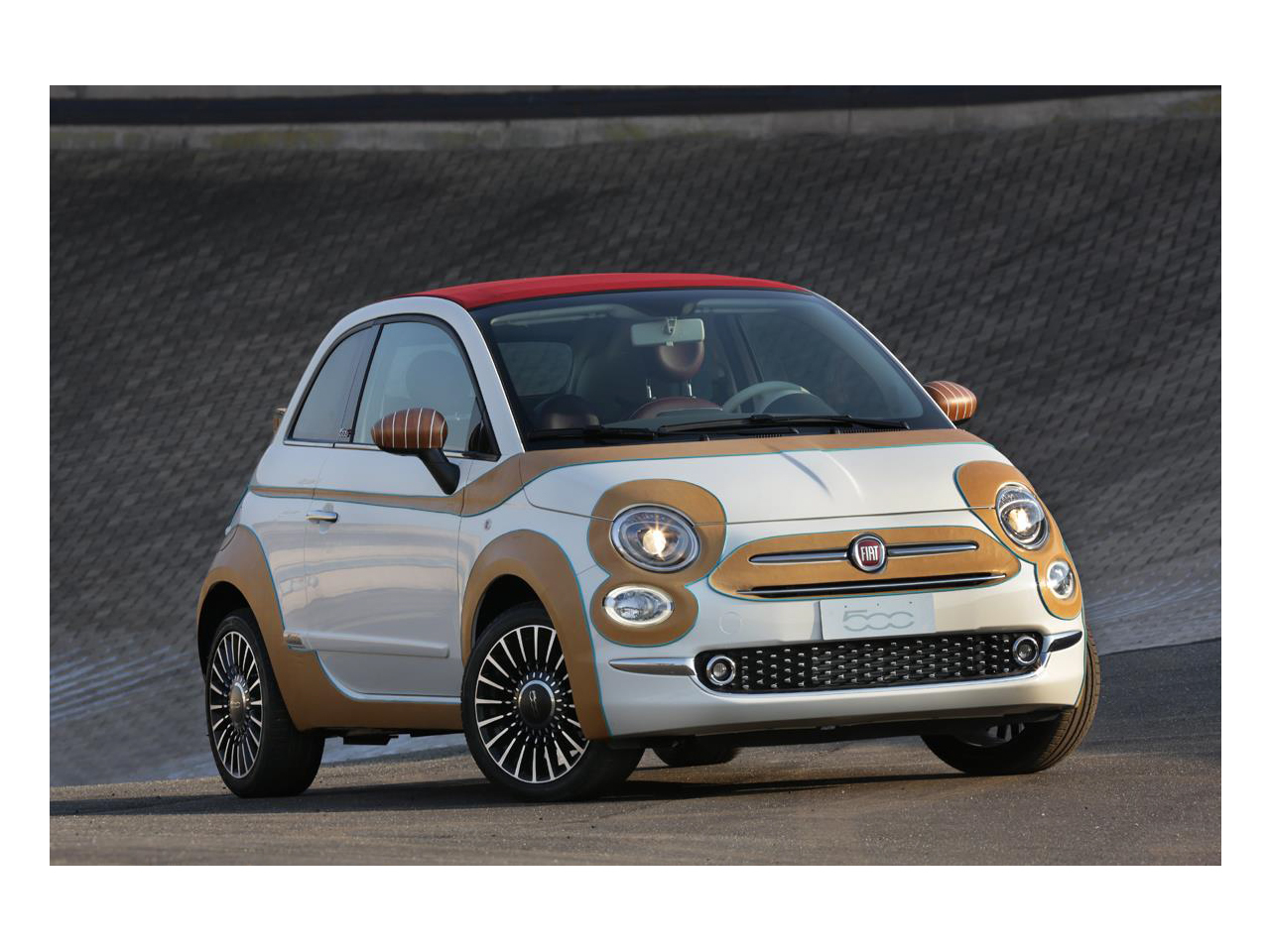 nouvelle fiat 500 2015 le premier exemplaire vendu 55 000 euros l 39 argus. Black Bedroom Furniture Sets. Home Design Ideas