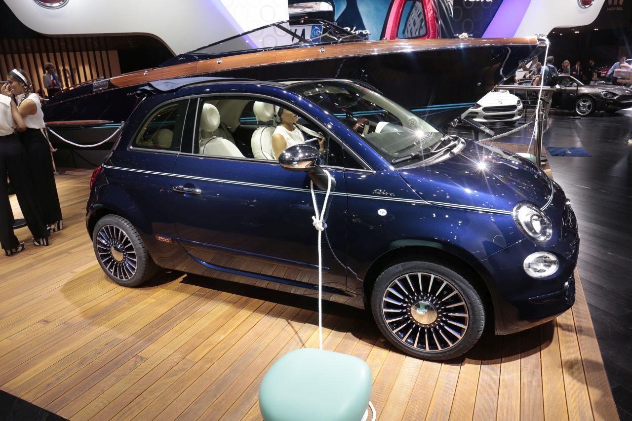 Fiat 500 riva un mini yacht accoste au mondial de l 39 auto 2016 photo - Mondial relay paris 15 ...