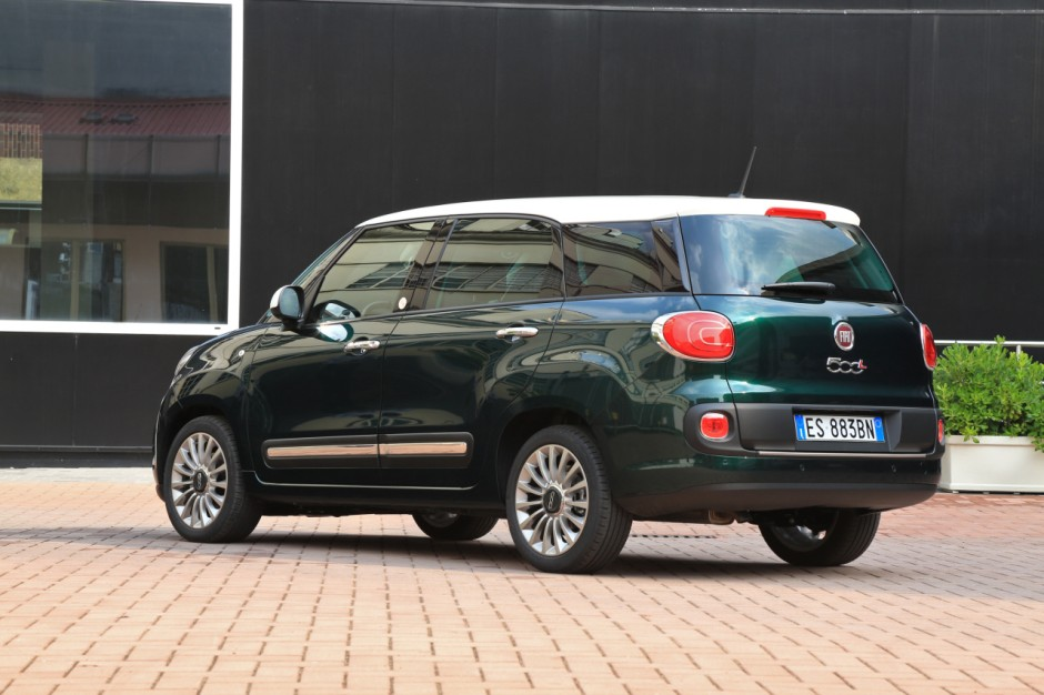 les bonnes affaires des journ es portes ouvertes 2016 fiat 500l living 4 000 euros d. Black Bedroom Furniture Sets. Home Design Ideas