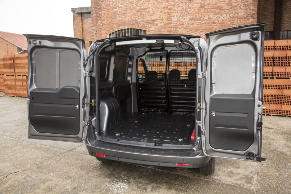 fiat doblo cargo 2015 toujours plus pro photo 3 l 39 argus. Black Bedroom Furniture Sets. Home Design Ideas