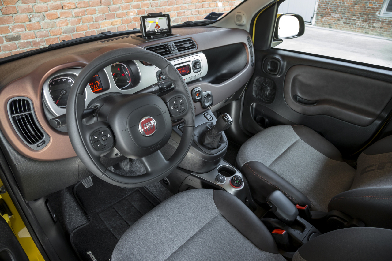 essai fiat panda cross la panda 4x4 qui grimpe aux arbres photo 55 l 39 argus. Black Bedroom Furniture Sets. Home Design Ideas
