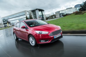 ford focus rouge avant
