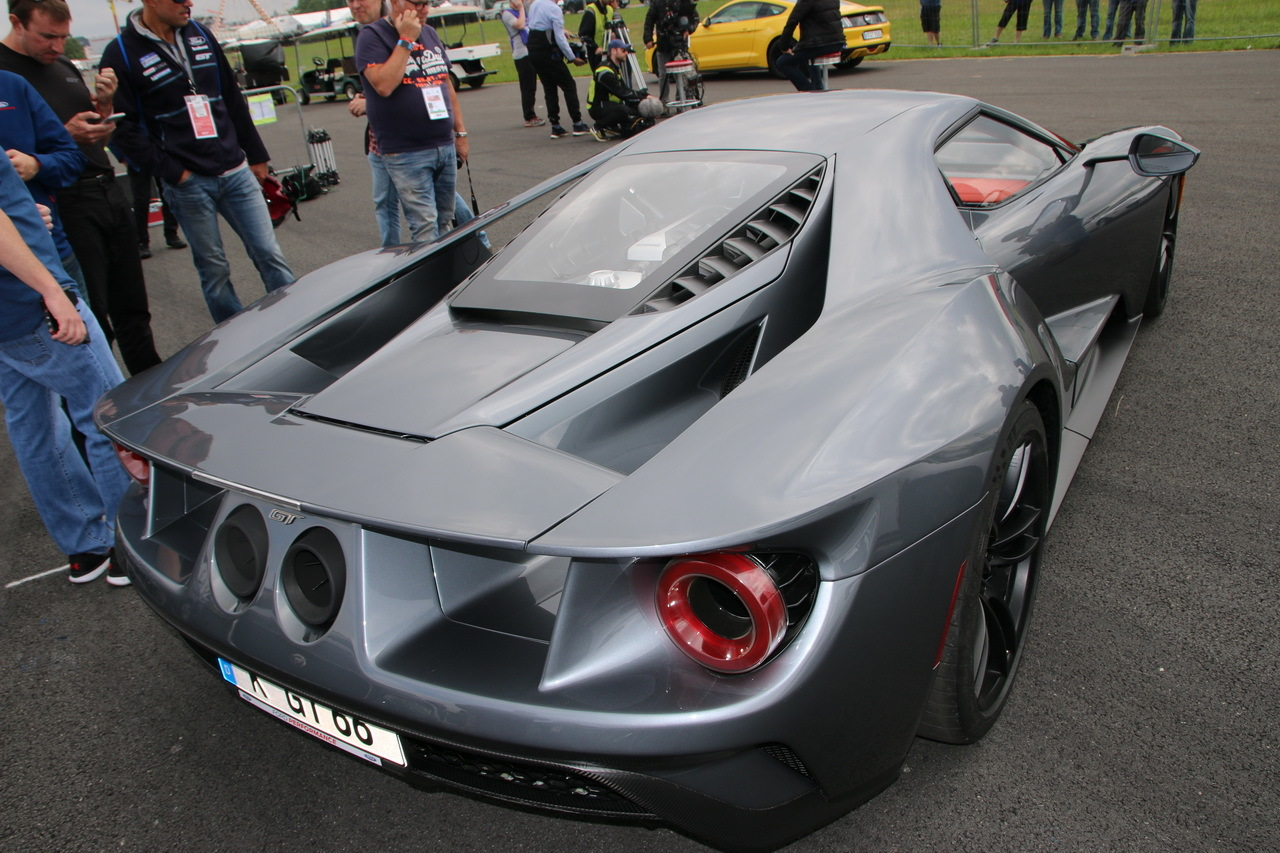 ford gt de s rie premiers tours de roues en france vid o l 39 argus. Black Bedroom Furniture Sets. Home Design Ideas