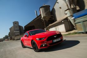 nouvelle ford mustang rouge ecoboost