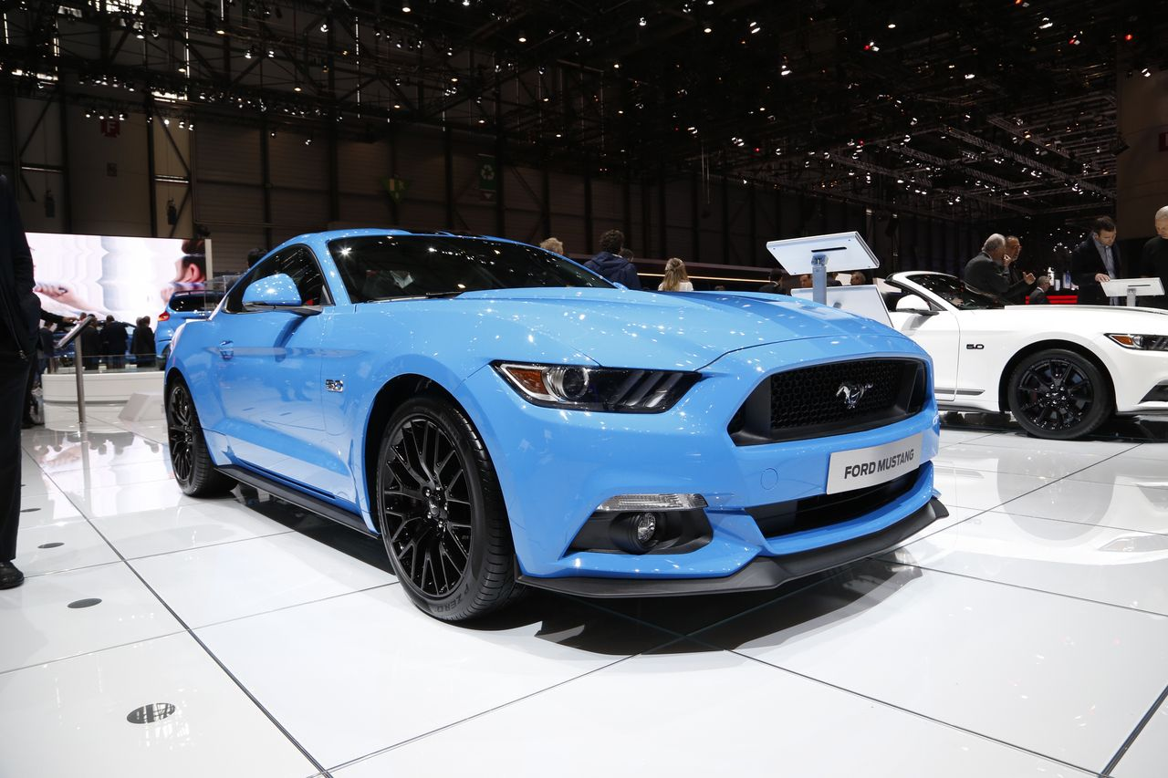 ford mustang blue edition un look croquer photo 1 l 39 argus. Black Bedroom Furniture Sets. Home Design Ideas