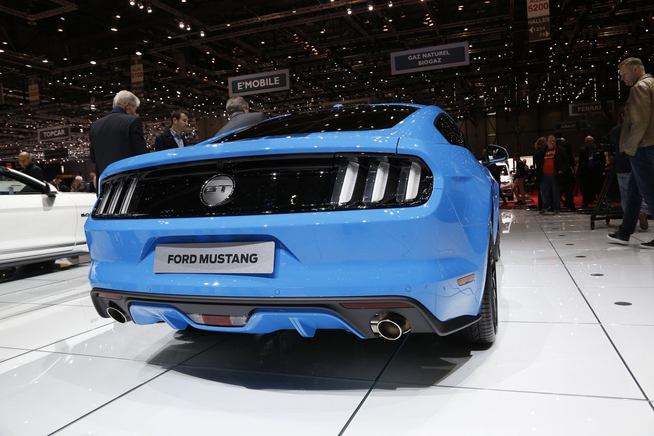 ford mustang blue edition un look croquer photo 2 l 39 argus. Black Bedroom Furniture Sets. Home Design Ideas