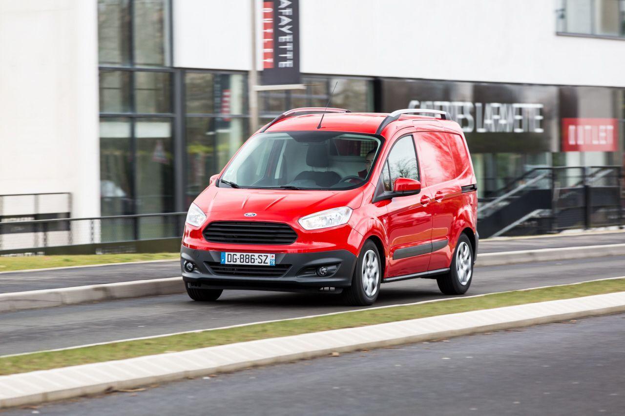 essai ford transit courier 2015 l 39 attrait de la nouveaut ford auto evasion forum auto. Black Bedroom Furniture Sets. Home Design Ideas