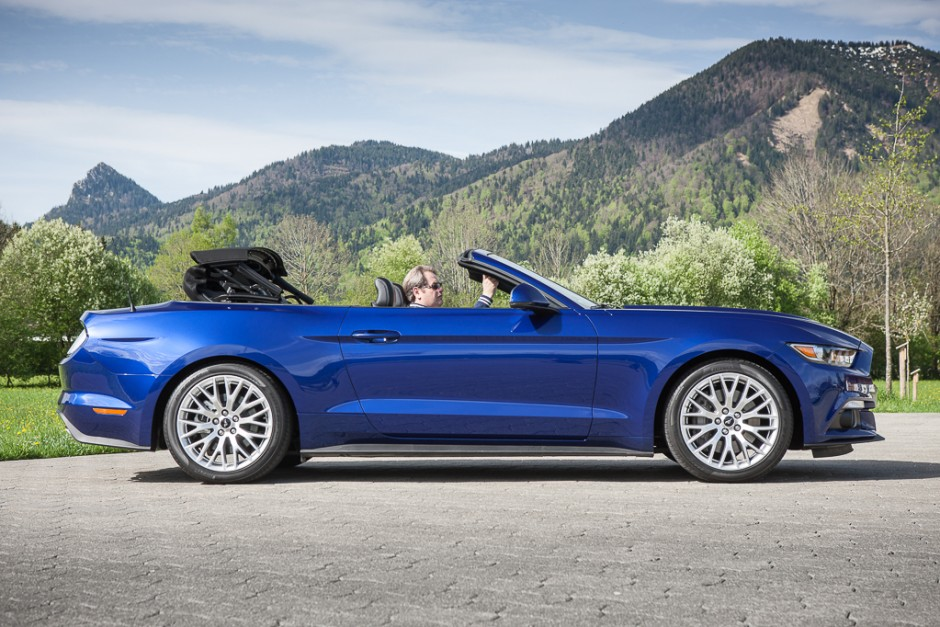 essai ford mustang cabriolet 2015 le test avec le moteur ecoboost photo 1 l 39 argus. Black Bedroom Furniture Sets. Home Design Ideas