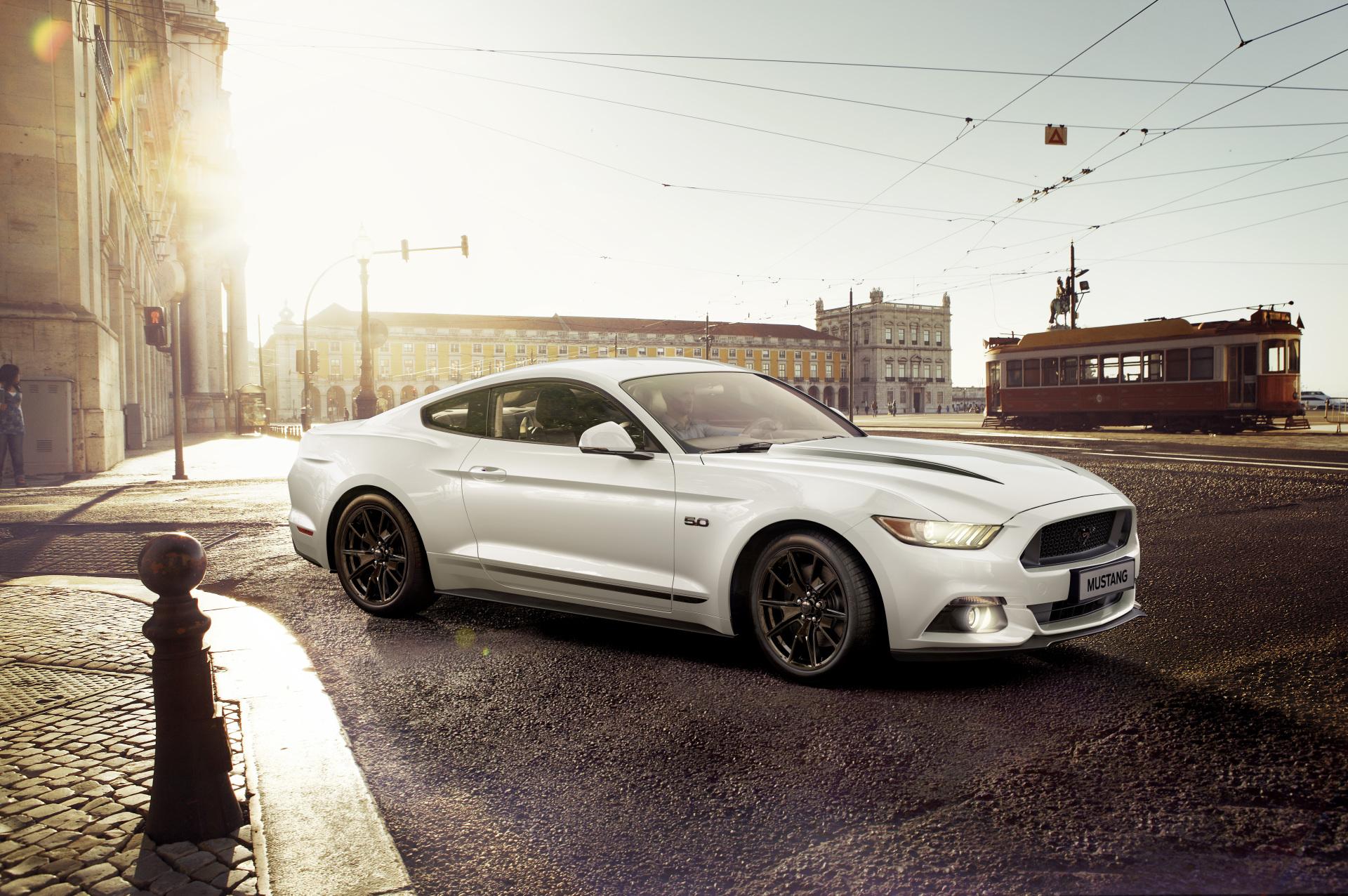 Ford lance la série limitée « black shadow edition »