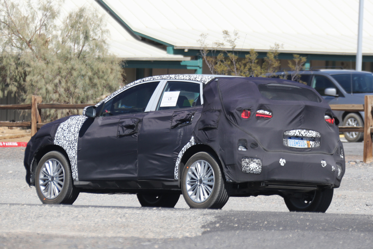 kia rio suv 2017 premiers spyshots du captur de kia photo 5 l 39 argus. Black Bedroom Furniture Sets. Home Design Ideas