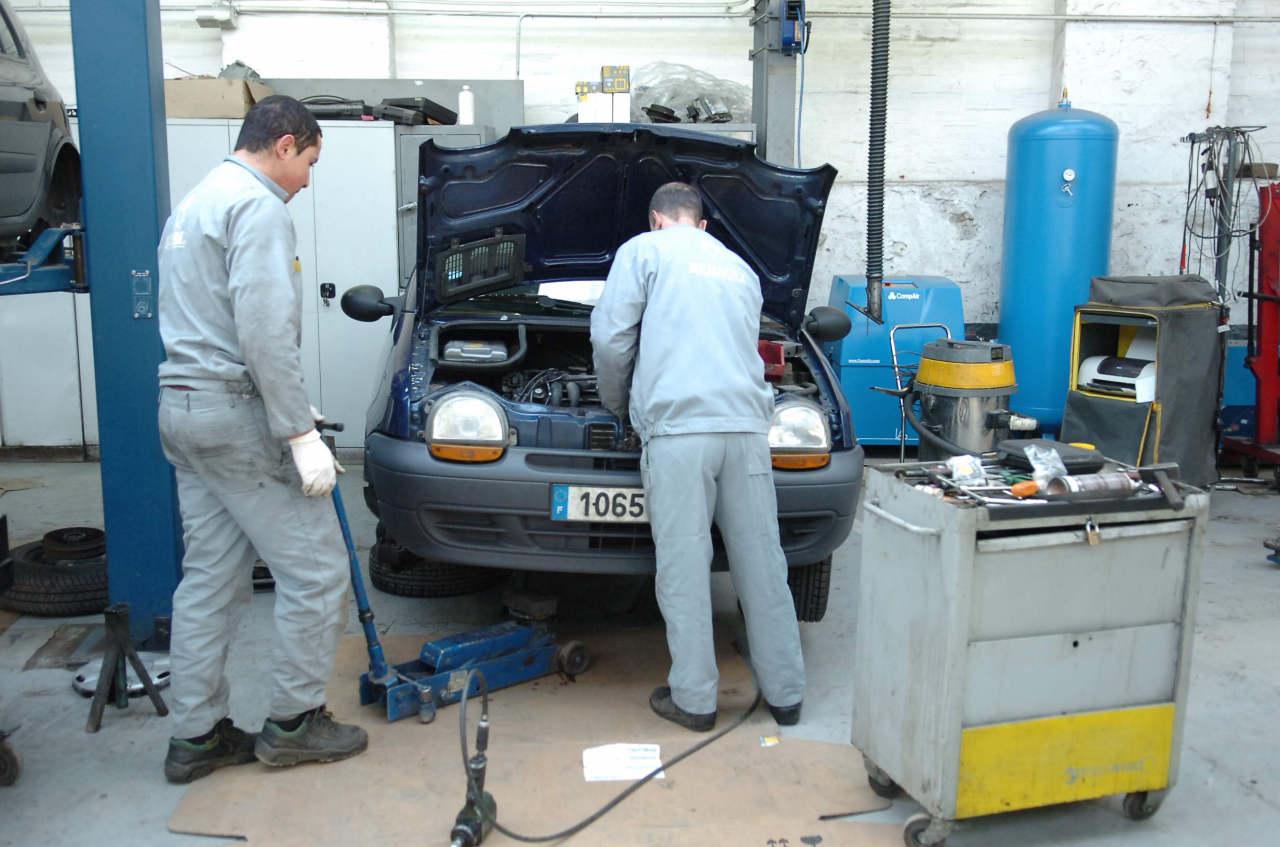 Photo l 39 activit des petits garages devrait encore se for Cote argus reprise garage