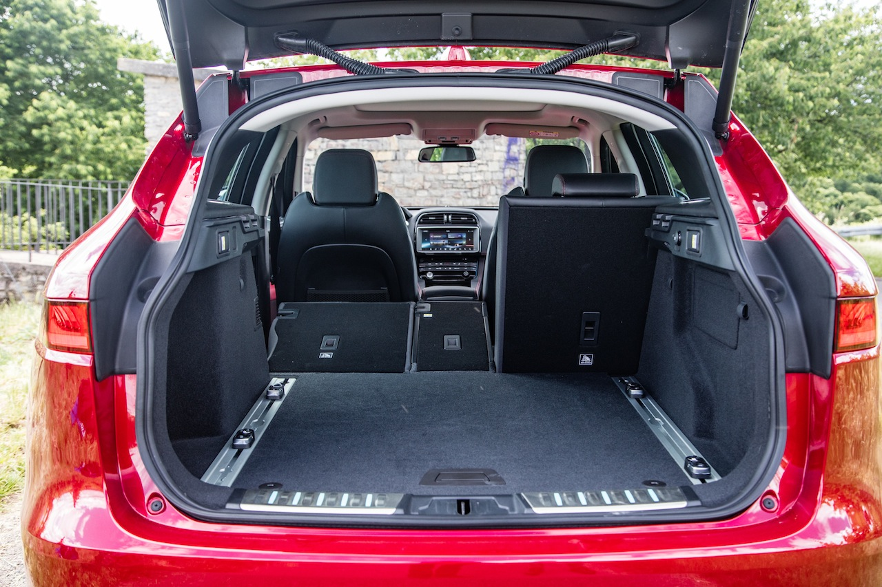 essai jaguar f pace 25d awd 2017 notre avis sur le diesel 240 ch photo 20 l 39 argus. Black Bedroom Furniture Sets. Home Design Ideas