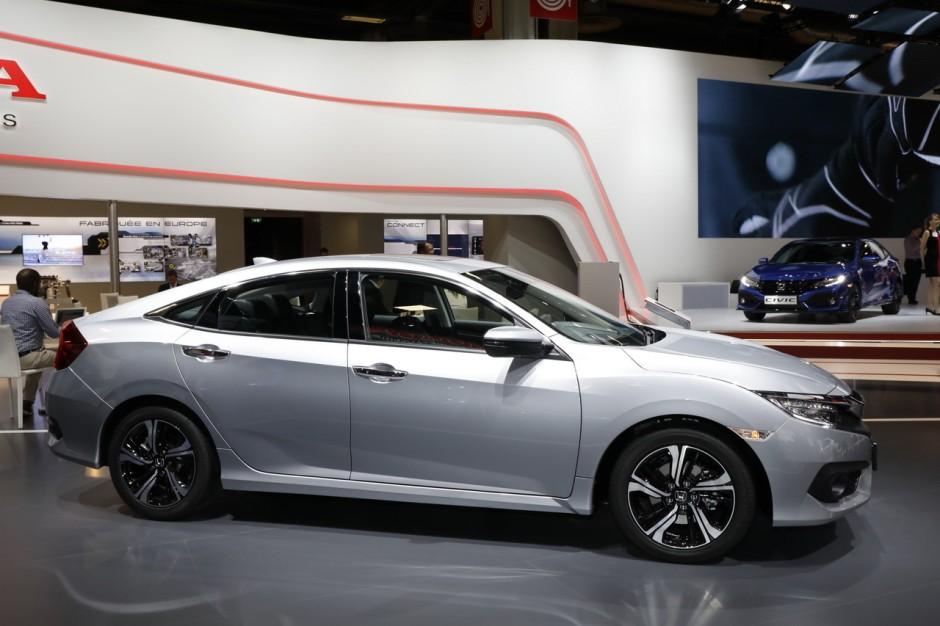 Honda Civic 4 Portes Une Version Trois Volumes D 232 S Juin 2017 Photo 5 L Argus