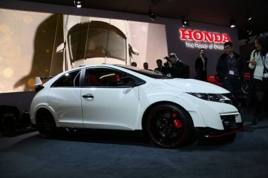 ford focus rs vs honda civic type r 2015 premier match. Black Bedroom Furniture Sets. Home Design Ideas