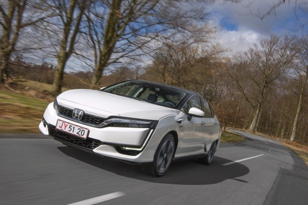 Travelling AV Honda Clarity Fuel Cell 2017