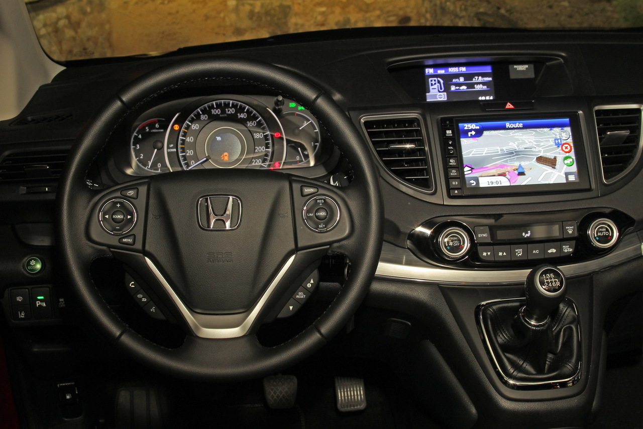 Essai honda cr v 1 6 i dtec 160 bva9 transform for Honda civic 9 interieur