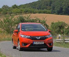 Honda Jazz 2015 1.3 i-VTEC orange roulant sur route de campagne vue avant