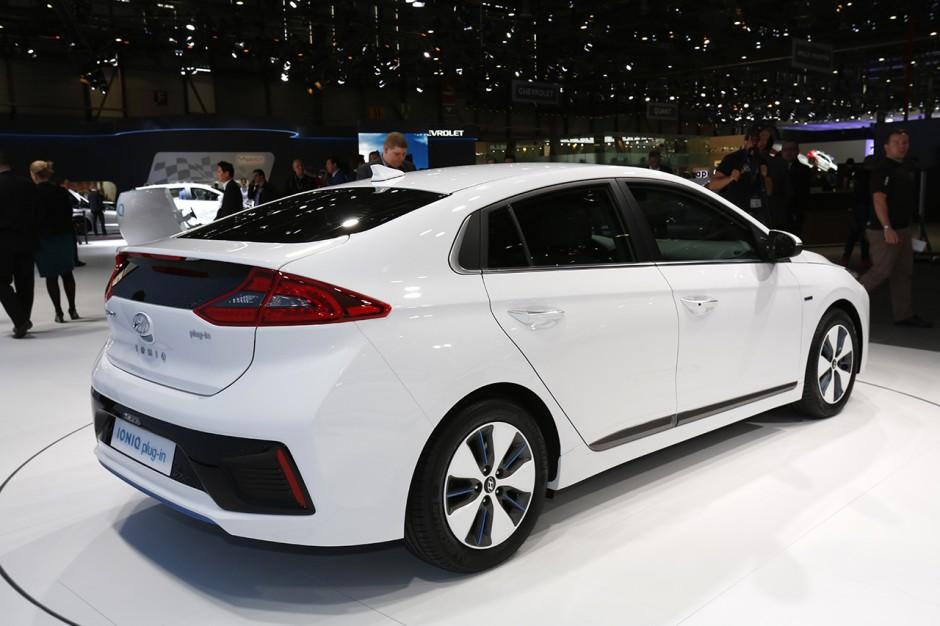 Hyundai Ioniq, une hybride, une hybride rechargeable et ...