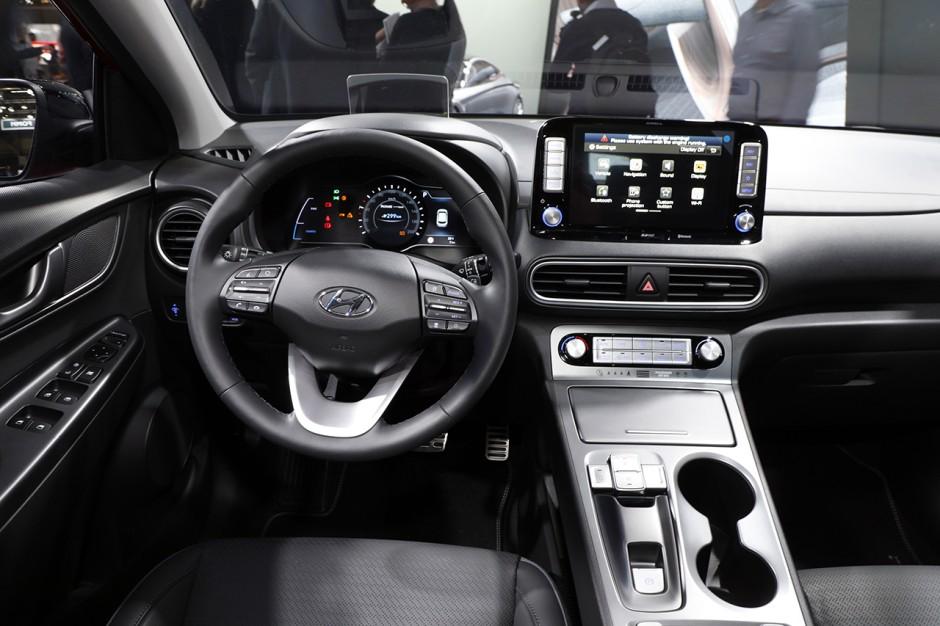 Hyundai kona electric nos impressions bord du petit for Interieur hyundai kona