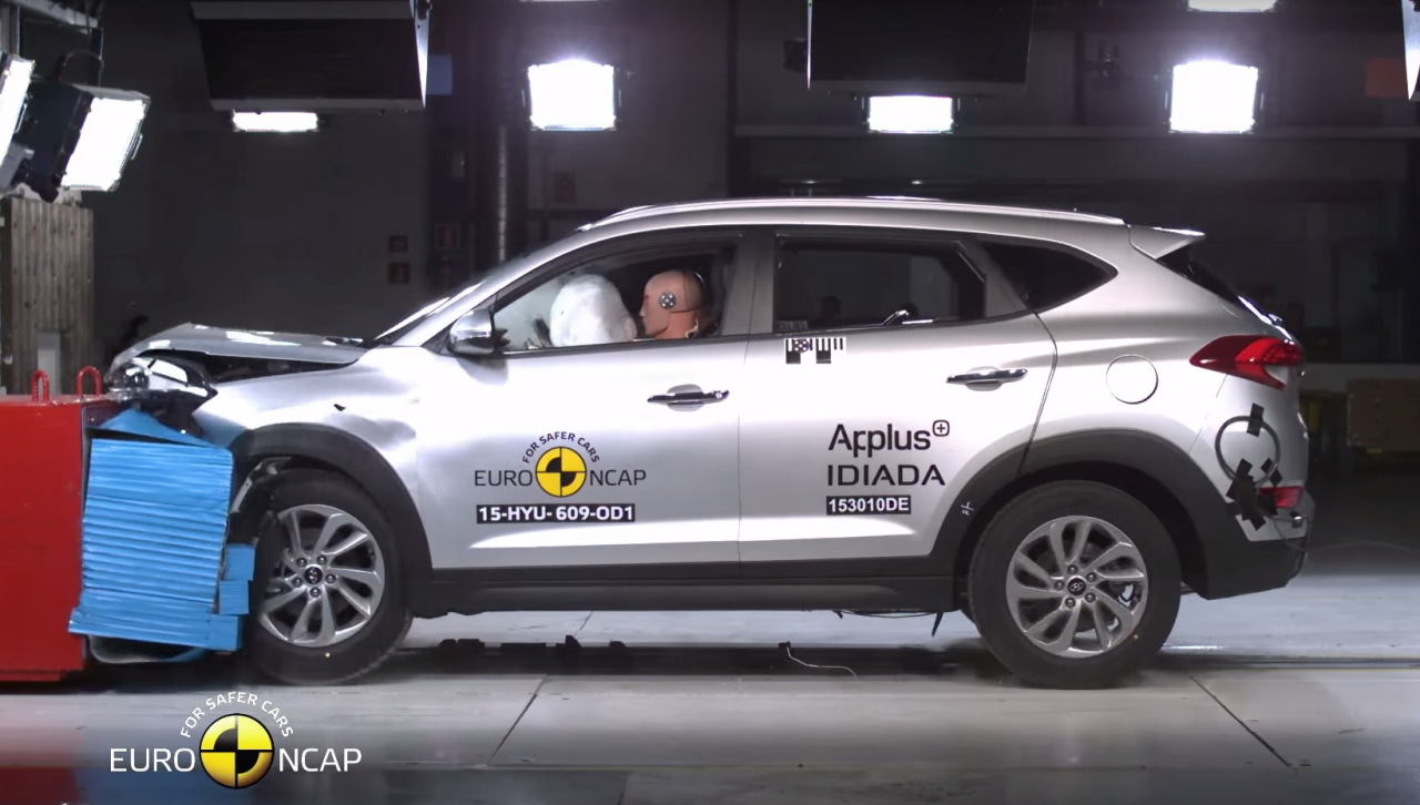 hyundai tucson 5 toiles au crash test euroncap 2015 l 39 argus. Black Bedroom Furniture Sets. Home Design Ideas