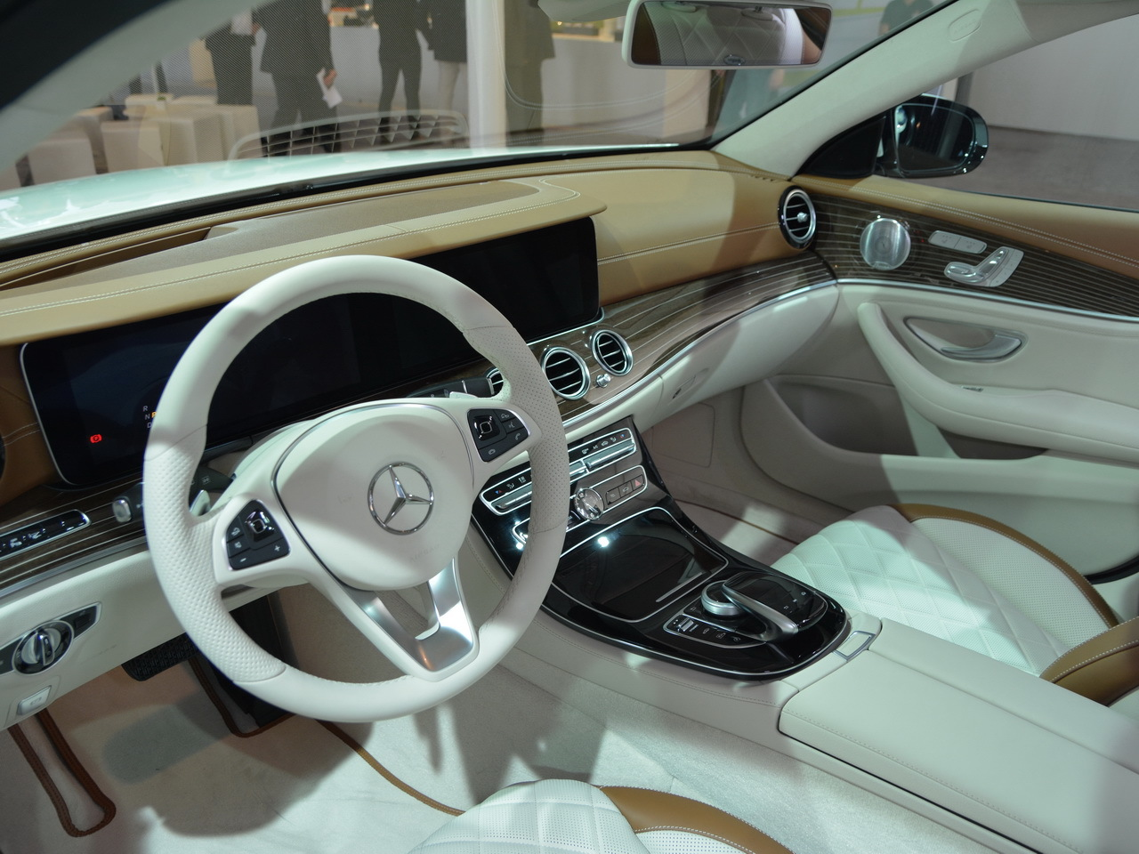 Mercedes classe e break 2016 nos premi res impressions for Classe e interieur 2016