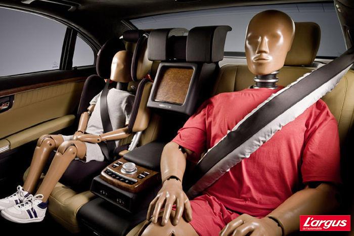 mercedes d veloppe une ceinture arri re avec airbag l 39 argus. Black Bedroom Furniture Sets. Home Design Ideas