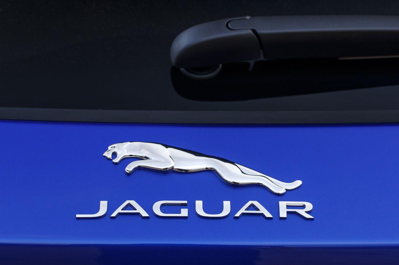 essai jaguar e pace p300 essence du plomb dans l 39 aile photo 5 l 39 argus. Black Bedroom Furniture Sets. Home Design Ideas