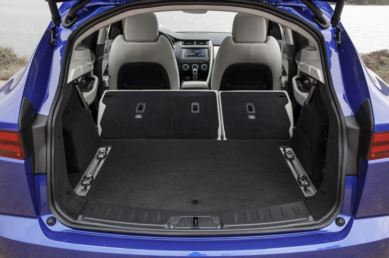 essai jaguar e pace p300 essence du plomb dans l 39 aile photo 9 l 39 argus. Black Bedroom Furniture Sets. Home Design Ideas