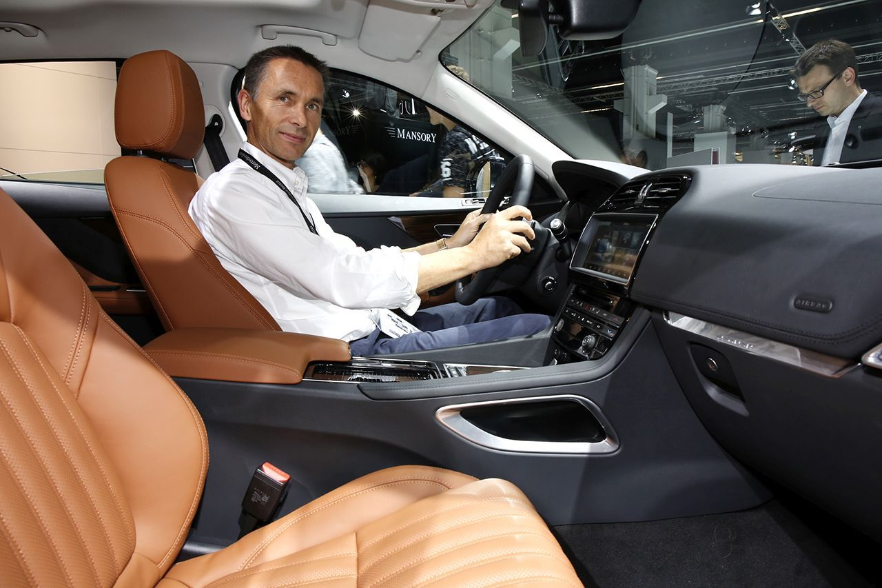 francfort 2015 fiches techniques du nouveau suv jaguar f pace 2016 photo 19 l 39 argus. Black Bedroom Furniture Sets. Home Design Ideas