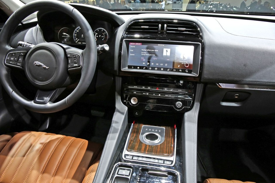francfort 2015 fiches techniques du nouveau suv jaguar f pace 2016 photo 26 l 39 argus. Black Bedroom Furniture Sets. Home Design Ideas