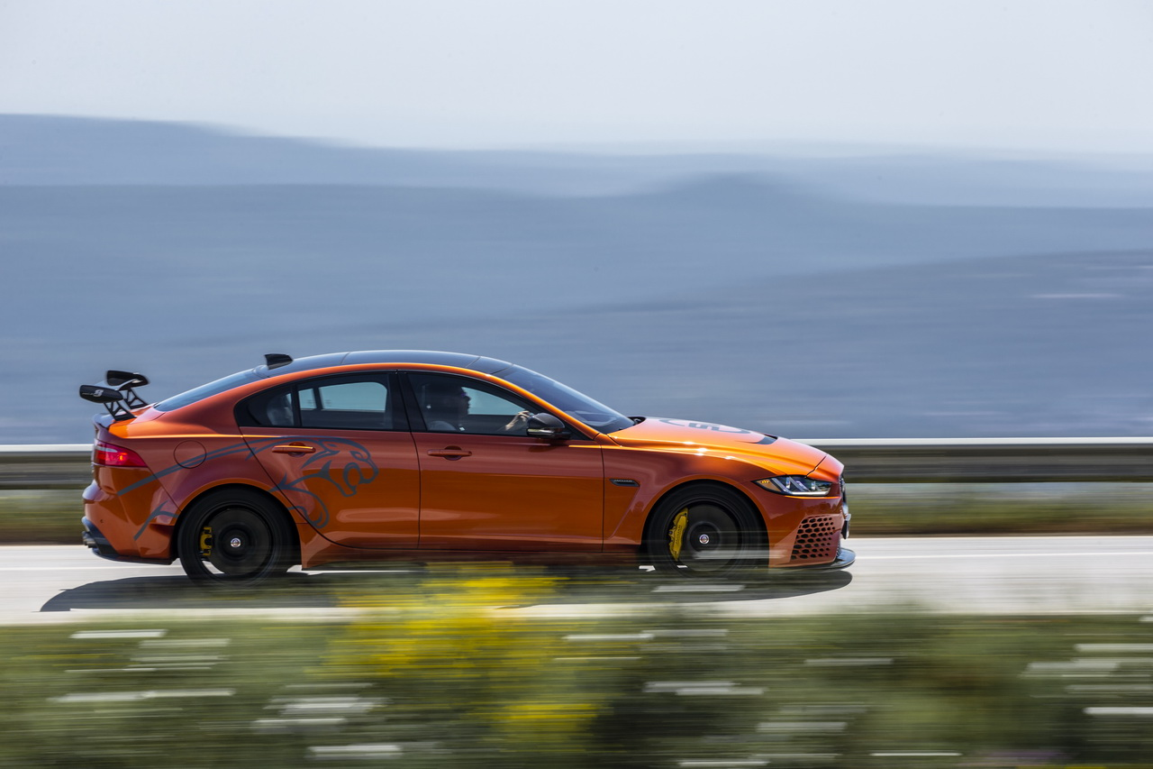 essai jaguar xe sv project 8 notre avis sur la reine du n rburgring photo 43 l 39 argus. Black Bedroom Furniture Sets. Home Design Ideas