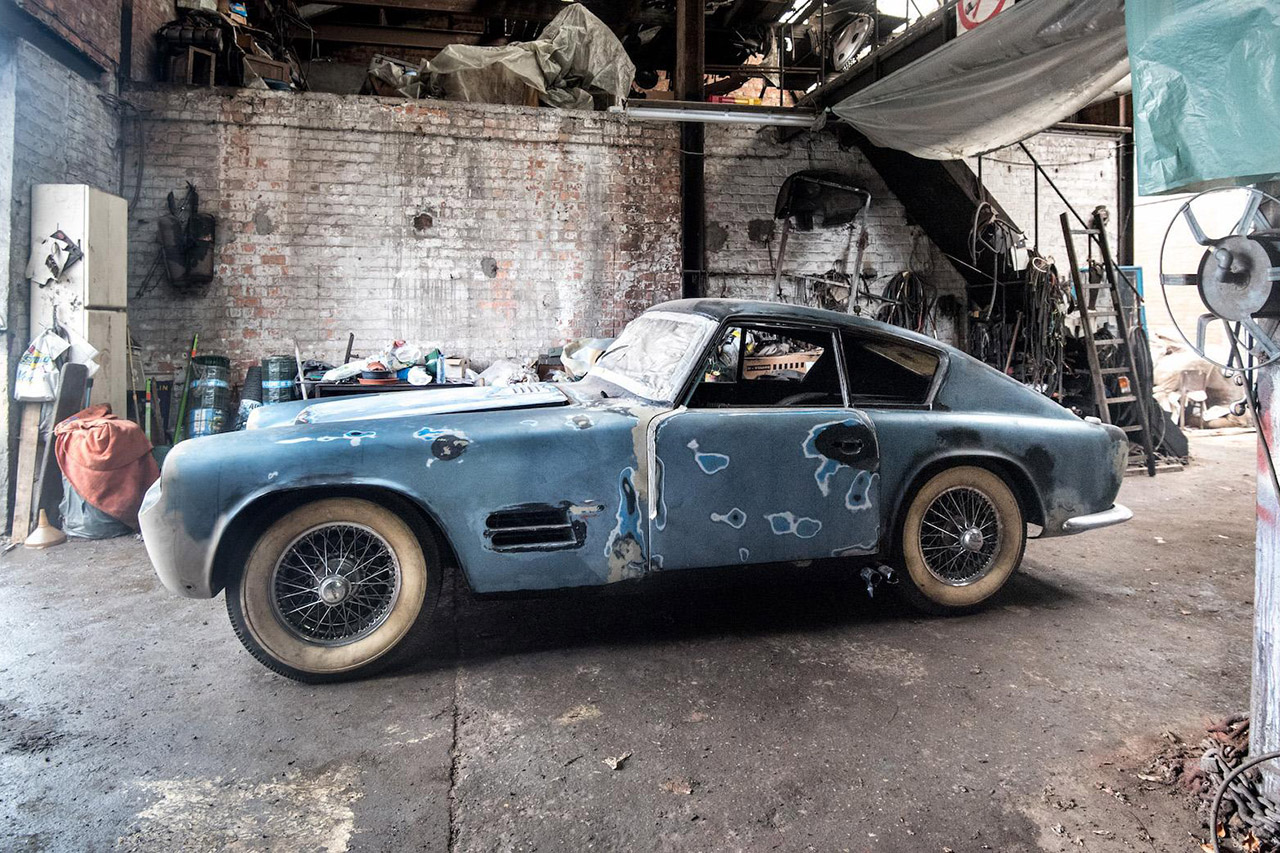 une rarissime jaguar xk140 michelotti sortie de grange voitures anciennes auto evasion. Black Bedroom Furniture Sets. Home Design Ideas