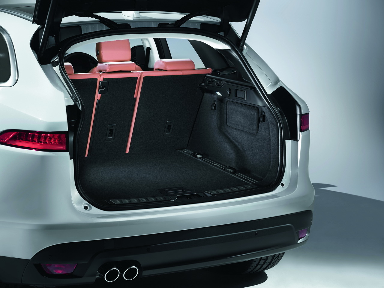 jaguar f pace 2016 toutes les photos du nouveau suv photo 33 l 39 argus. Black Bedroom Furniture Sets. Home Design Ideas