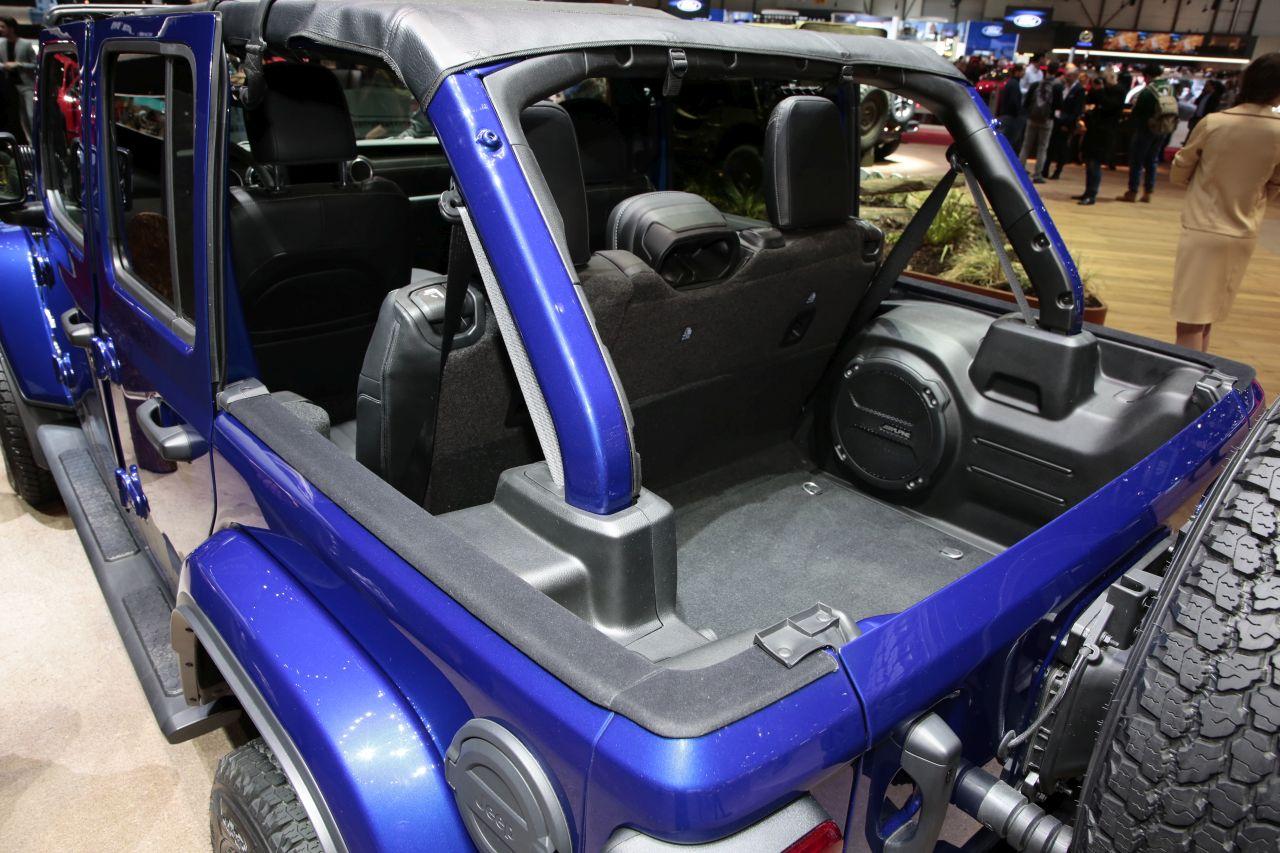 jeep wrangler 2018 le 4x4 pur et dur au salon de gen ve photo 4 l 39 argus. Black Bedroom Furniture Sets. Home Design Ideas