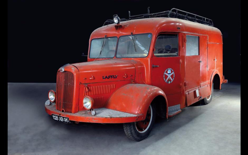 des anciens v hicules de pompiers mis en vente aux ench res laffly bss c2 1949 l 39 argus. Black Bedroom Furniture Sets. Home Design Ideas