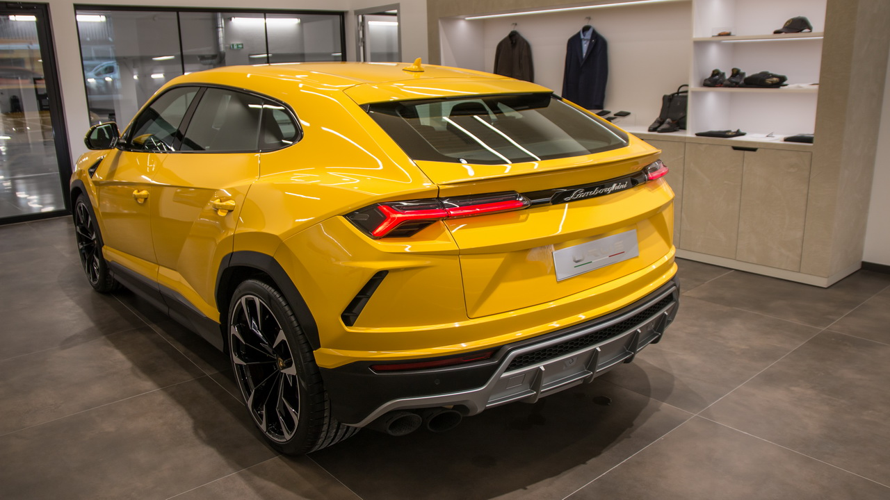 lamborghini urus premi res impressions bord du suv lamborghini photo 2 l 39 argus. Black Bedroom Furniture Sets. Home Design Ideas