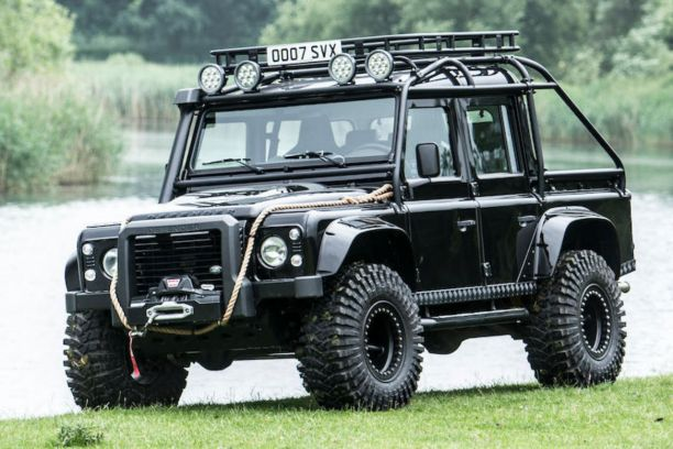 james bond un land rover defender du film spectre vendre l 39 argus. Black Bedroom Furniture Sets. Home Design Ideas