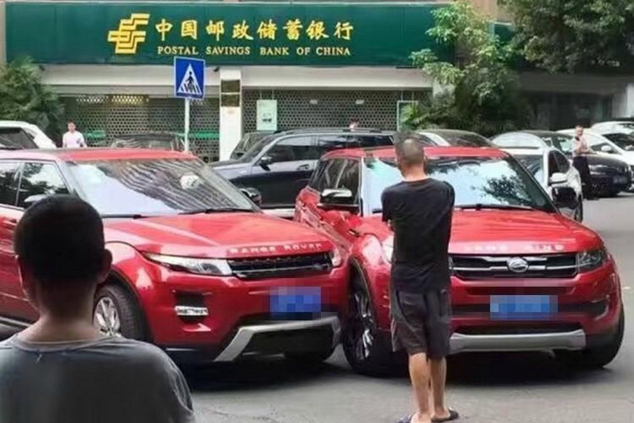 accident entre un range rover evoque et sa copie chinoise landwind x7 l 39 argus. Black Bedroom Furniture Sets. Home Design Ideas