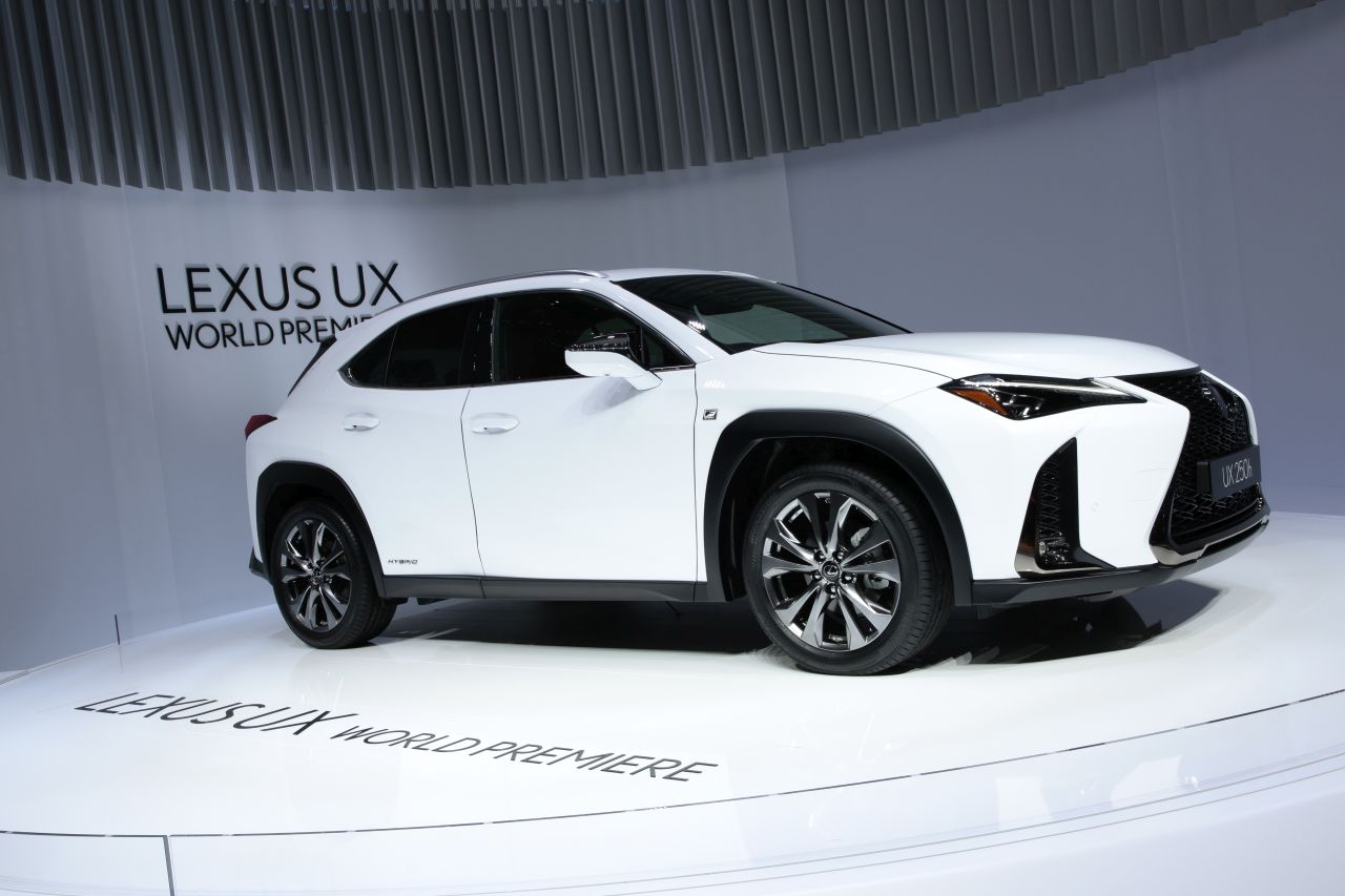 les nouveaux suv du salon de gen ve 2018 lexus ux l 39 argus. Black Bedroom Furniture Sets. Home Design Ideas