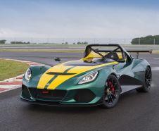Lotus 3-Eleven 2015 verte et jaune stationn� sur un circuit vue avant gauche