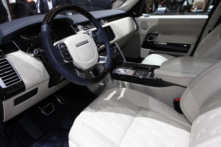 Range rover sv autobiography le bentley bentayga en for Interieur range rover